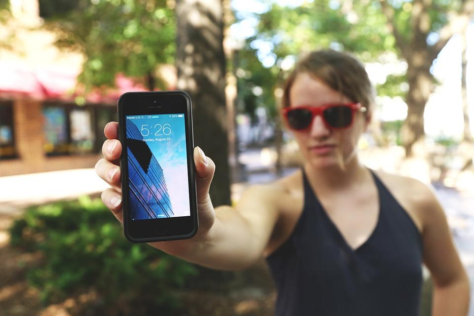 tcl-flexible-smart-phone