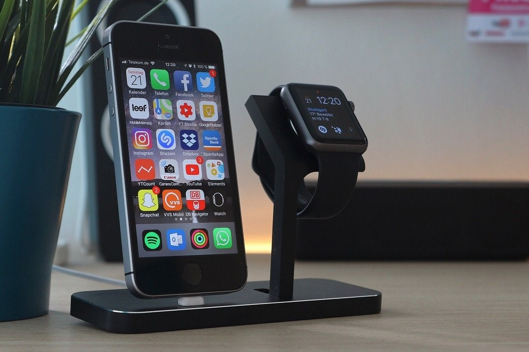 iphone-qi-stand